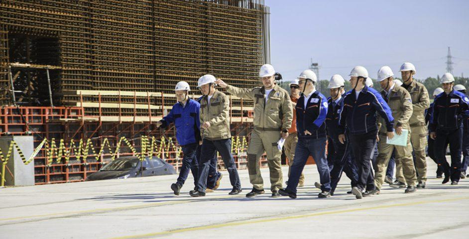 Руководство инспектирует площадку будущей АЭС