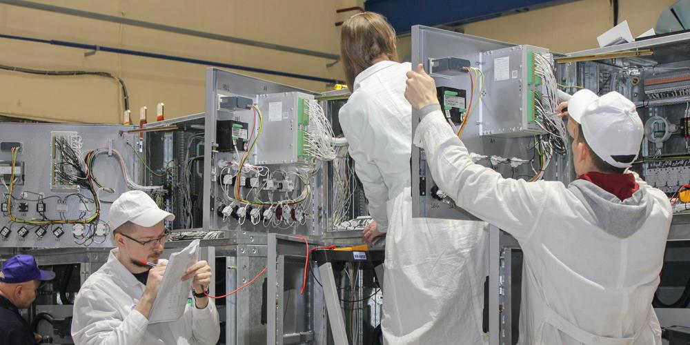На новом производственном участке идет сборка ячеек КРУ на 6–10 кВ