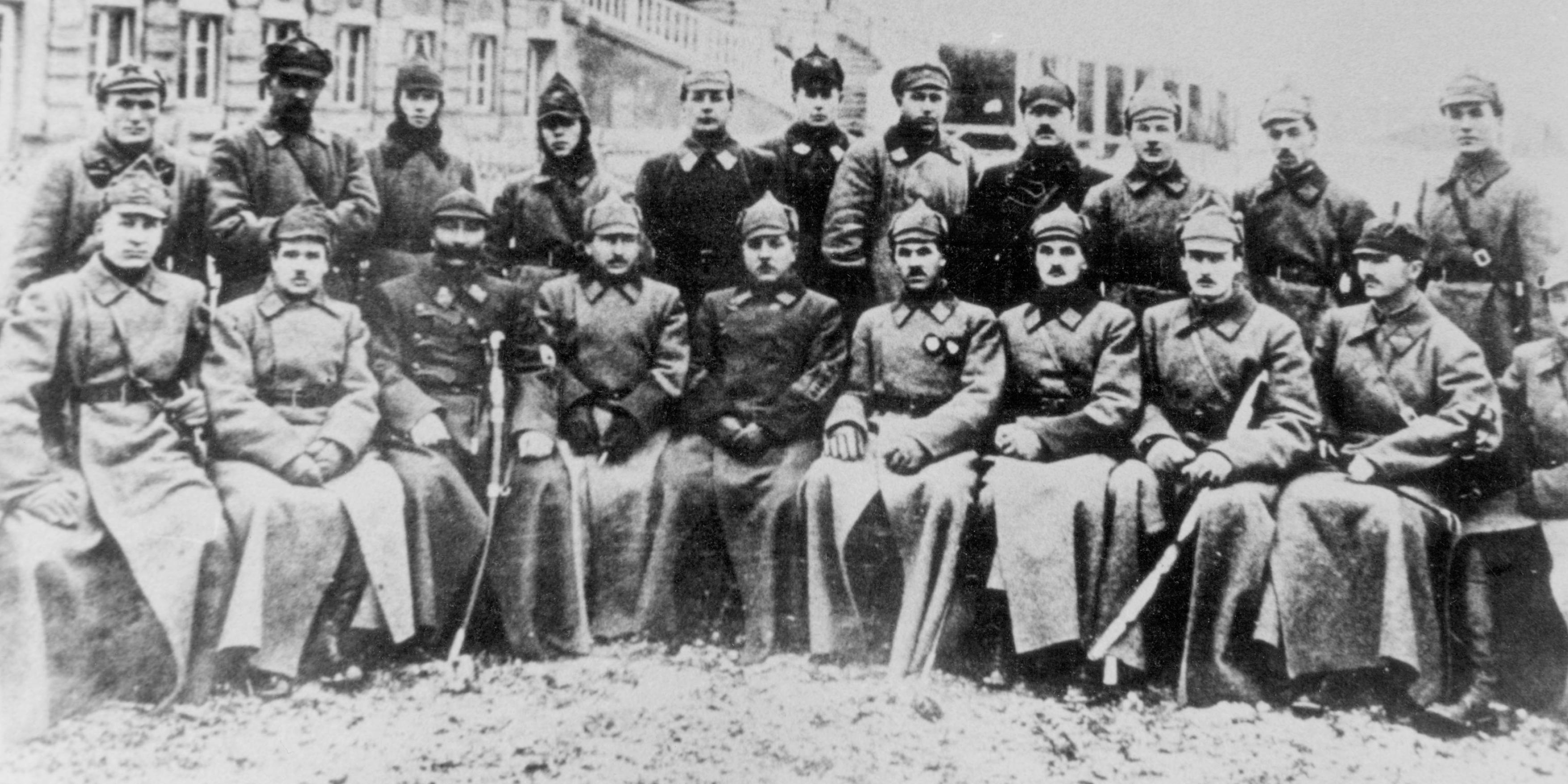 Среди бойцов Первой конной армии Буденного. Славский — первый слева в нижнем ряду