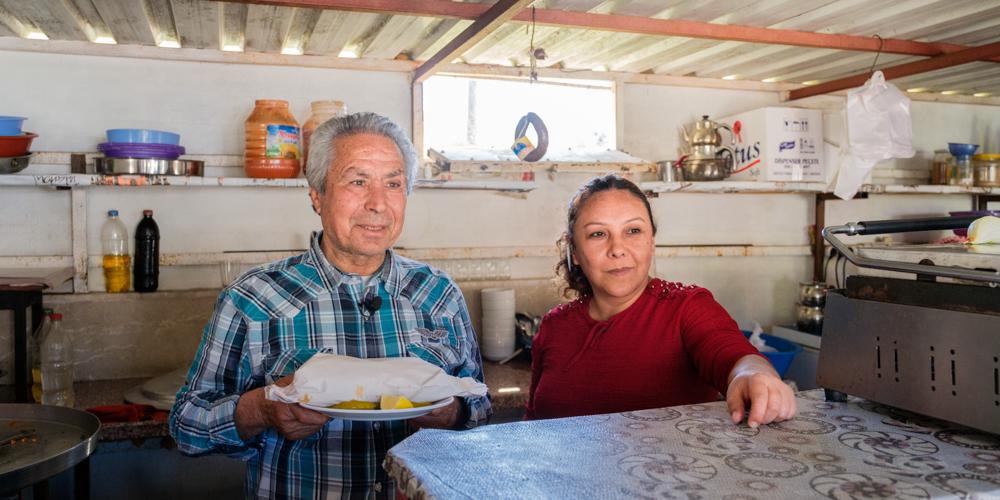 Али Гекче, владелец кафе в деревне Бююкеджели недалеко от станции, ввел в меню русские блюда