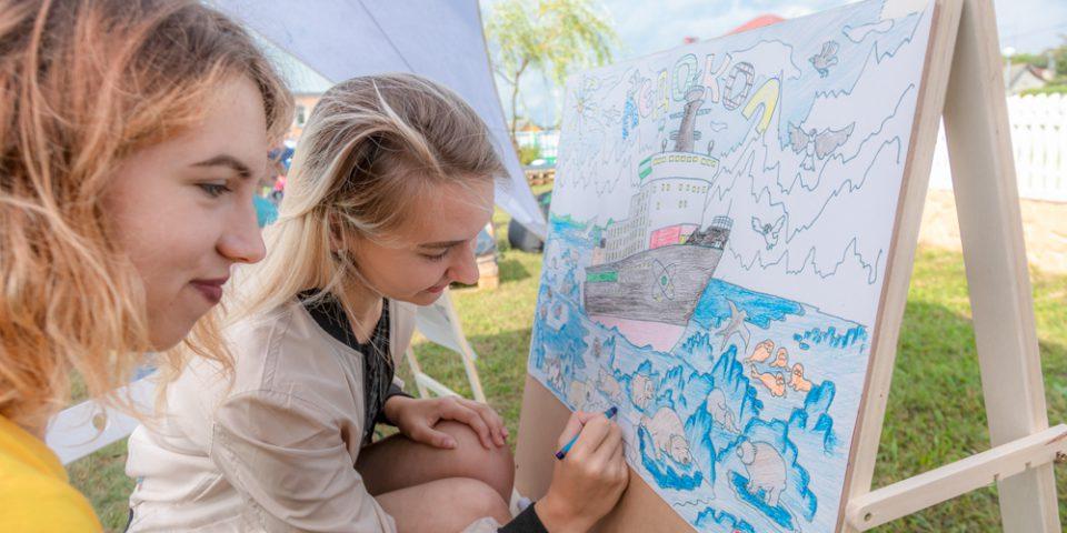Раскраски заинтересовали не только детей, но и взрослых