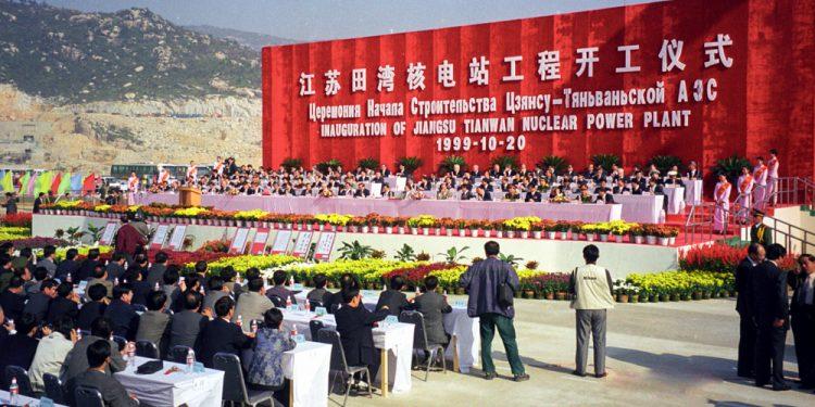 Церемония начала сооружения первой очереди. Оба блока ввели в коммерческую эксплуатацию в 2007 году