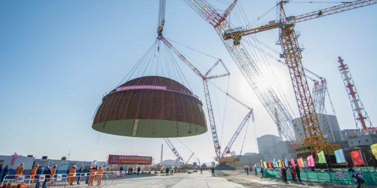 Монтаж купола внутренней защитной оболочки здания реактора третьего энергоблока