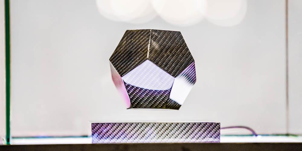 Левитирующий кубок изуглекомпозитов— отличная награда для конкурса высоких технологий