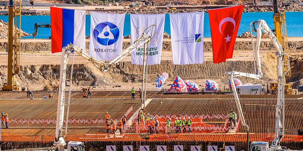 Церемония заливки первого бетона настанции «Аккую» вТурции