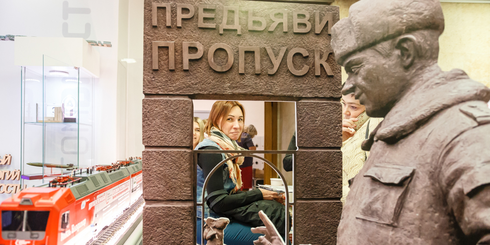 Главная достопримечательность Заречного — памятник пропуску. С ним на ярмарке каждый мог сфотографироваться