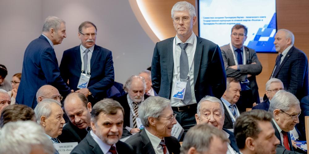 Заместитель гендиректора АО «Наука и инновации» Алексей Дуб (в центре) представил доклад о перспективах атомного материаловедения