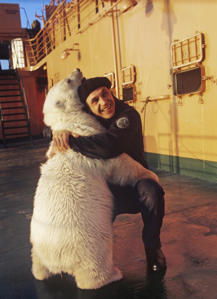 советское время медведь на ледоколе никого не удивлял. Мишка на «Арктике», 1975 год