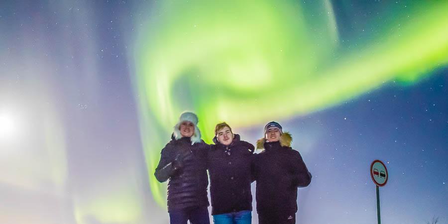 Победители WorldSkills Hi-Tech мерзли в лесу не зря: им повезло увидеть северное сияние