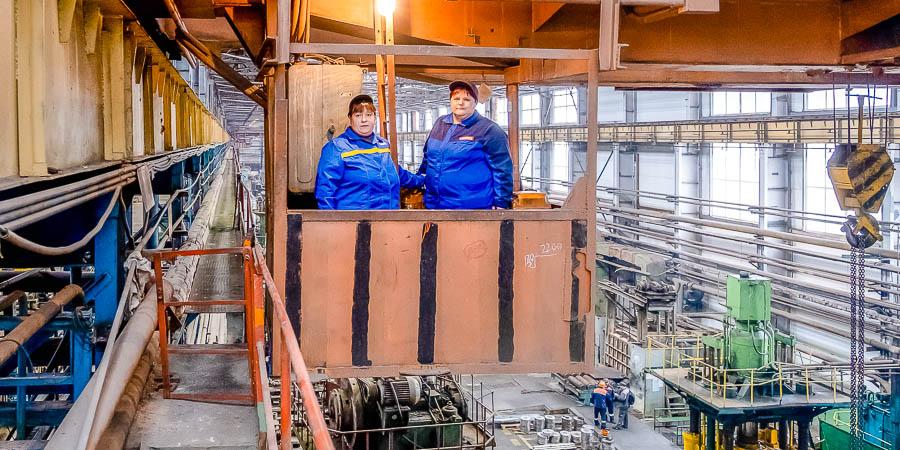Татьяна Сучкова и Ирина Ермакова много лет работают на одном кране